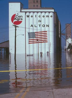 Alton_Illinois_sinking_in_1993.jpg